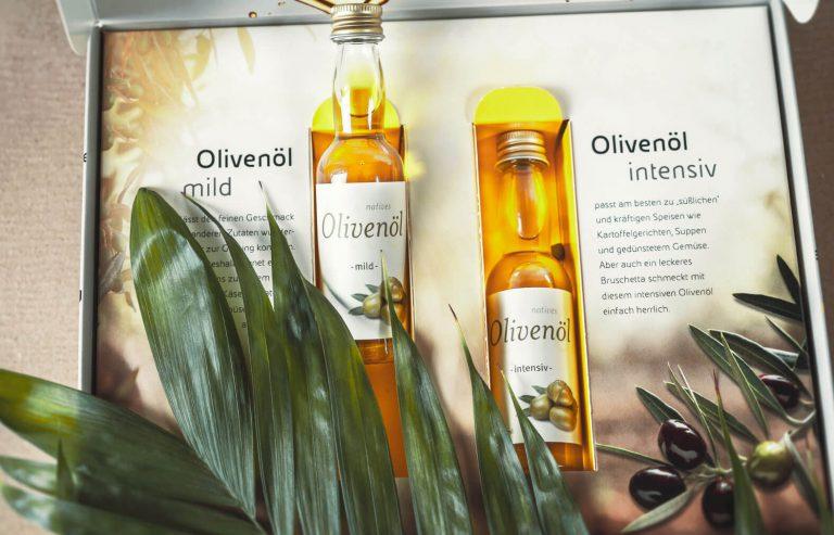 Eni Mailing Detailaufnahme Olivenöl-Flaschen - Print Mailing der Markenagentur BRANDORT markenschmiede GmbH